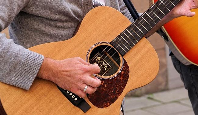 Imparare a suonare la chitarra da soli