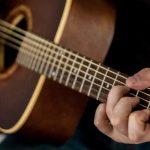 Chitarra classica vs acustica, qual è la differenza?
